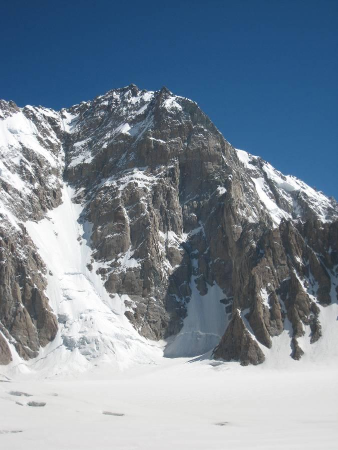 Première ascension du Saser Kangri II, 7513 m, second vierge au monde