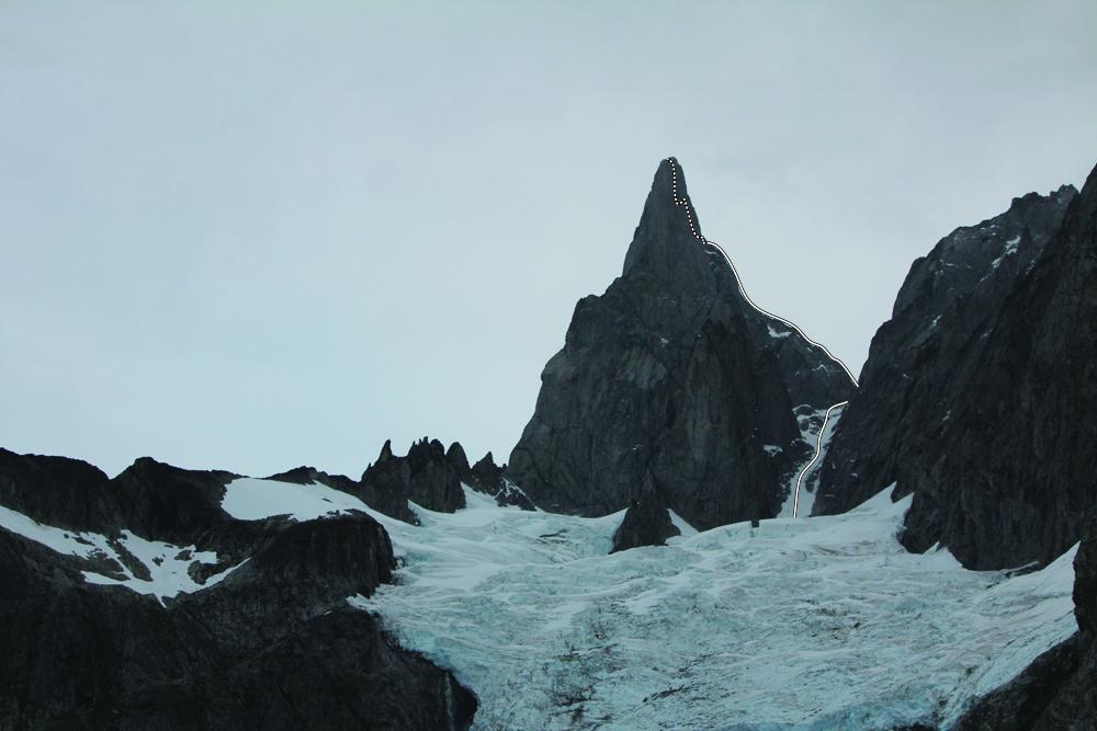 """Première ascension du l'arête Est du """"Burkett Needle"""" Alaska"""