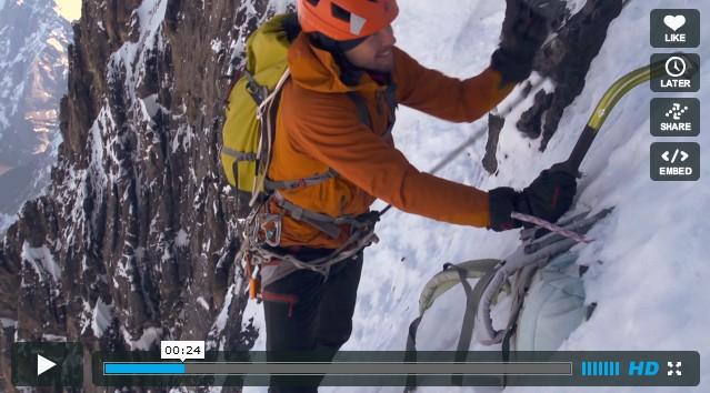 Récupération du vieux sac de Jeff Lowe 20 ans après dans la face nord de l'Eiger