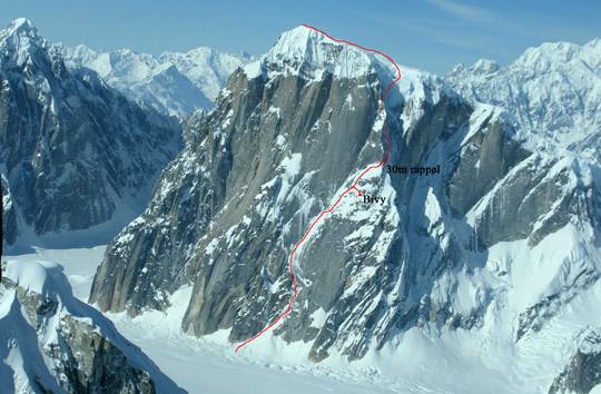Nouvelle voie en face Nord Est du Mont Dickey, 2909 m, Alaska