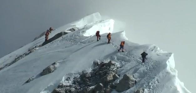 Sommet de l'Everest en vidéo