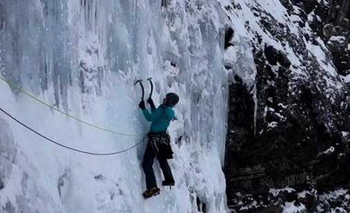 cascade de glace au canada avec Matthias Scherer et Tanja