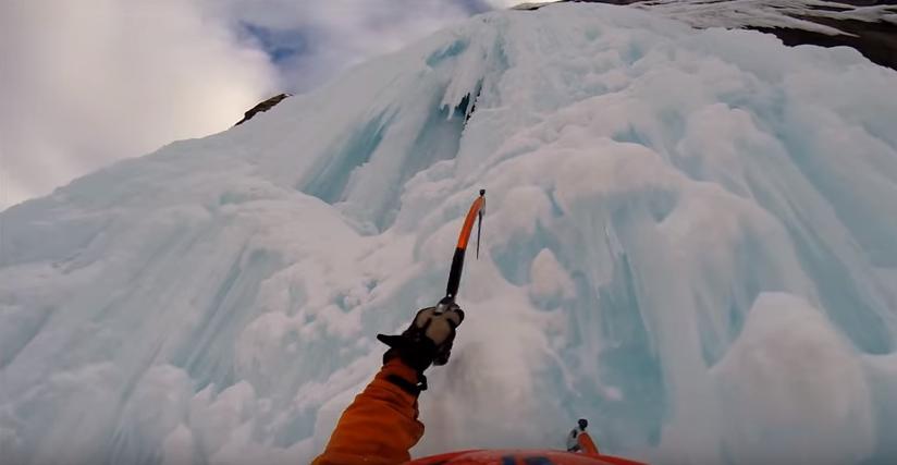 Curtain Call cascade de glace au Canada (IV  WI6 – Jasper National Park)