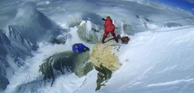 Record du base jump le plus haut du monde 7700 m par Valery Rozov au Cho Oyu