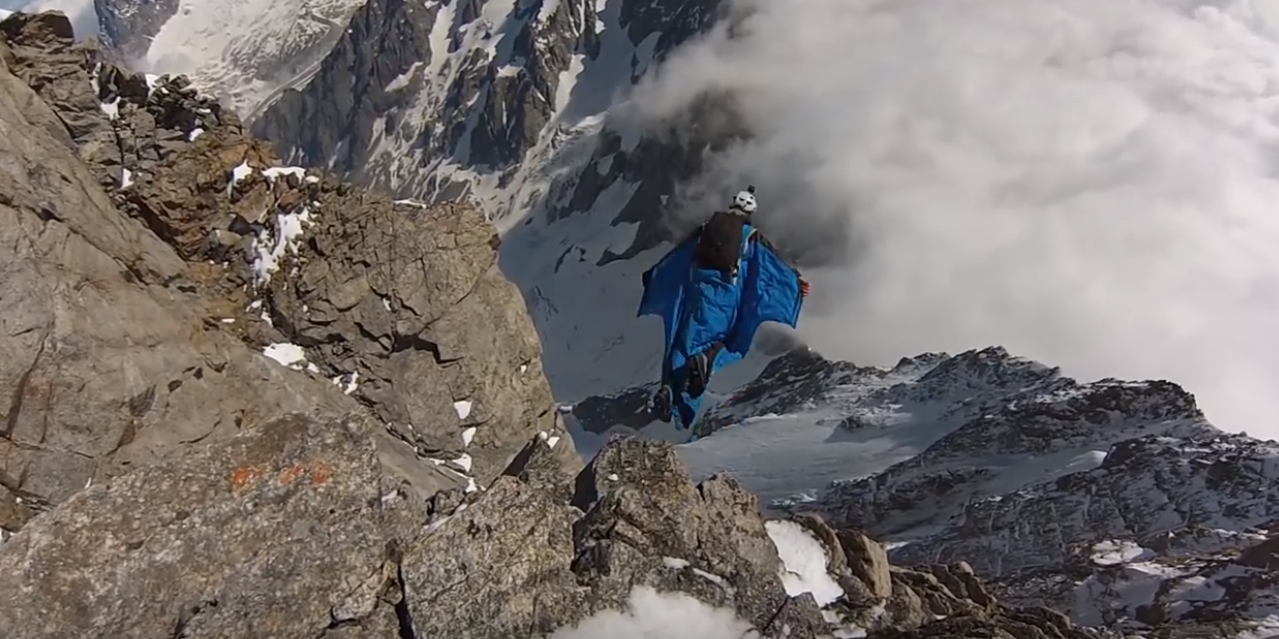 Grandes Jorasses, pointe Walker wingsuit base-jump